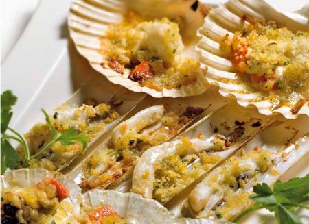 Capesante, cape longhe e canestrelli gratinati - Le ricette ...